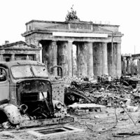 Berlin / Brandenburger Tor 1945